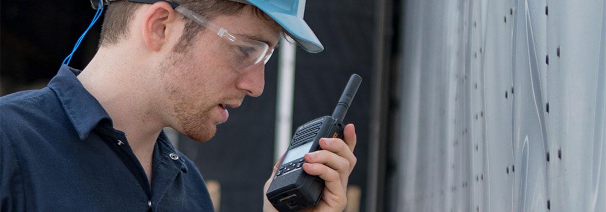 A Ideal Rádios trabalha com uma linha completa de rádios comunicadores e acessórios